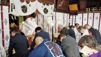 社殿内で行われた式典