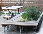 憩いの場として外にベンチを設置