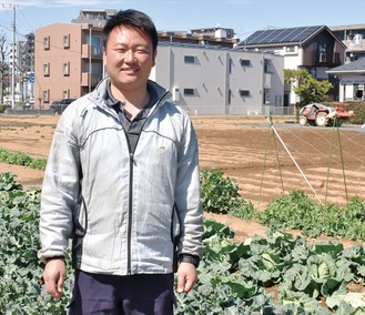 農作業に励む俊祥さん