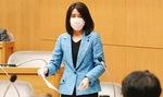 議会で質問する吉沢直美