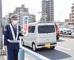 交通安全を呼びかける大場課長