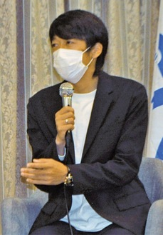 講演する中村さん