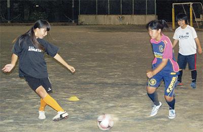 女子サッカー普及に壁
