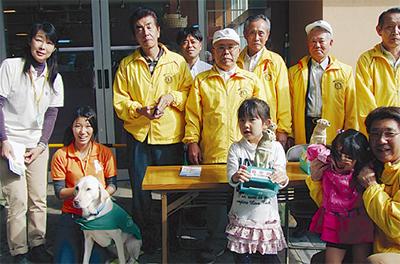 新城で盲導犬募金