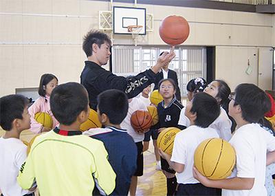 元日本代表がバスケ指導