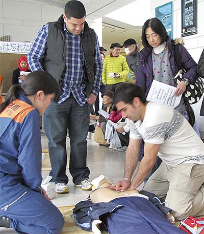外国人市民が消防訓練