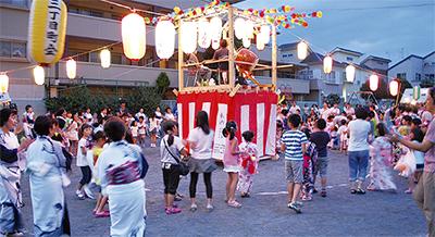 盆踊りに100人、一体感の夏まつり