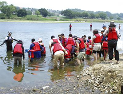 多摩川で川流れ体験