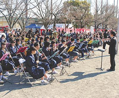 出初式で吹奏楽部がコラボ