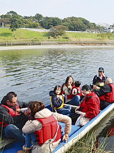 多摩川で渡し舟体験