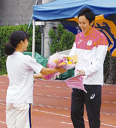 矢澤選手が母校で決意表明