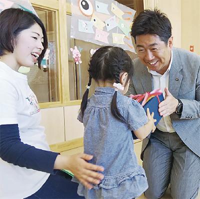 児童養護施設などを訪問
