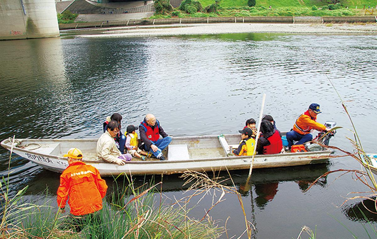 多摩川で渡し船体験