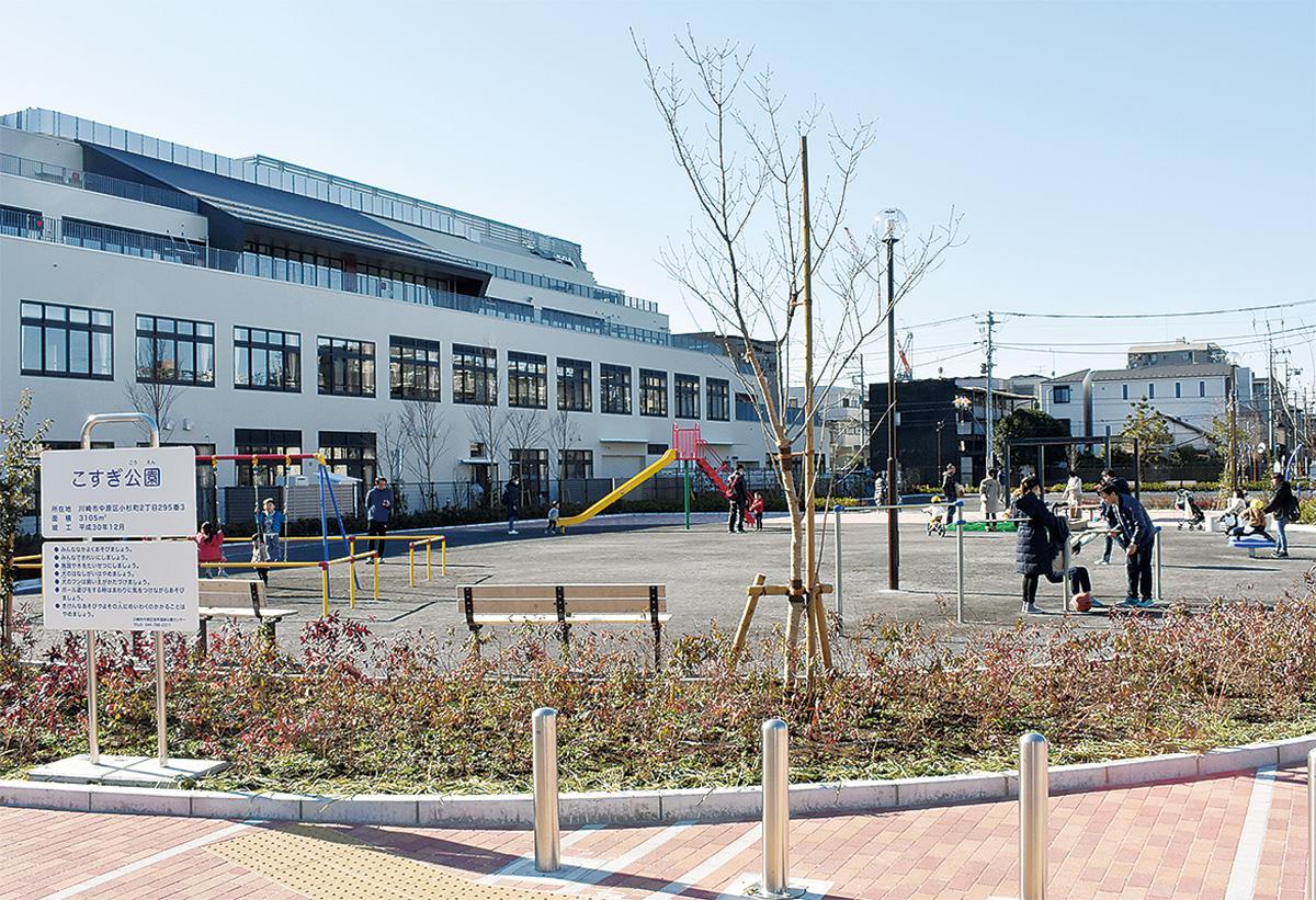 今年4月に開校する小杉小学校(左手奥)に隣接する「こすぎ公園」