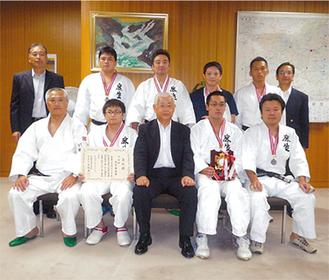 準優勝に輝いた麻生警察署の柔道チーム