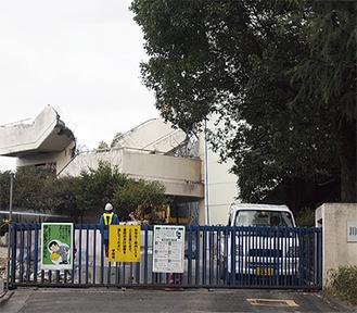 解体工事が進む白山中学校