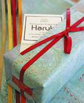 ◀包装用紙も可愛くて贈り物に最適