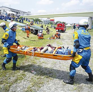 警察による救助訓練(写真は昨年)