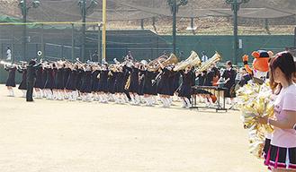 躍動する中野島中吹奏楽部の部員ら