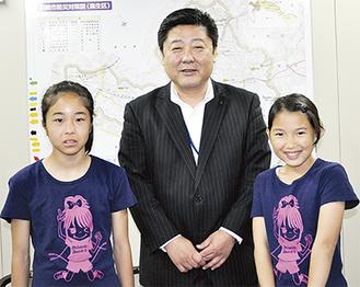 多田区長を表敬した大湊さん(左)と山ノ内さん(右)