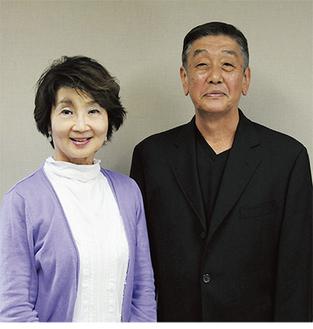 出演する樫山文枝(左)と西川明
