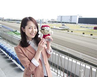 川崎競馬イメージキャラクターに就任した谷桃子さん