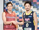 田臥選手と握手する篠山選手
