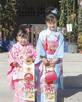 高石神社の境内にも晴れ姿の子どもたち