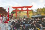 琴平神社では、宮司や年男、年女らが豆まきを行った