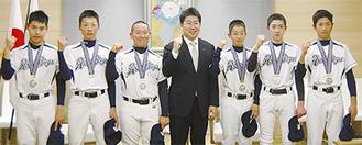 市長を表敬訪問した麻生ボーイズの選手たち