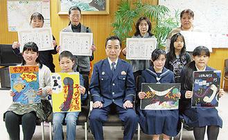 前列左から原田華帆さん、篠塚元彦さん(柿生小5年1組有志代表)、犬飼由莉香さん、青木有希瑛さん