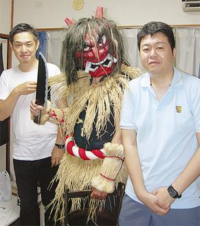 写真右から新井監督、なまはげ、篠原プロデューサー