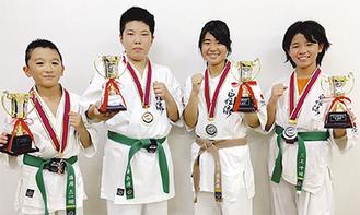 「YATSUGATAKE CUP」で活躍した(左から)鶴岡君、須藤君、安徳さん、三上さん