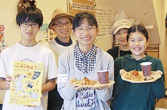 「cafe Sante」で準備を進める中学生たち