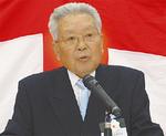 式典であいさつする關山会長