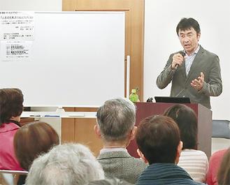 高齢者らに向けて講演する木村医師