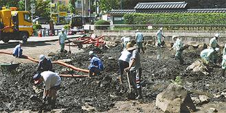 12日に行われた一斉清掃には地域住民も参加した