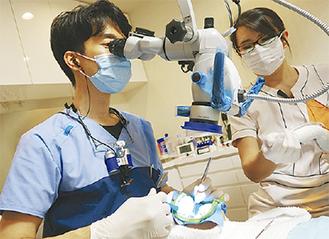 根菅治療の様子。「重度の虫歯になると、細菌に侵された歯髄などを取り除く必要があります」