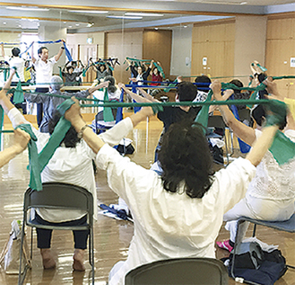 座ってできる介護予防 29日、セラバンド体操