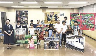 北沢区長(左)のもとを訪れた教室生徒ら