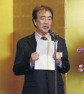 挨拶する鴨志田会長