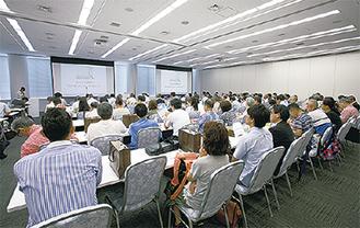 昨年実施された空き家対策セミナー(神奈川新聞社提供)