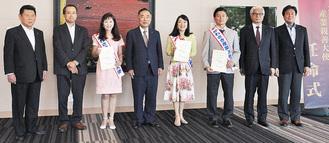 山田会頭(中央左)を囲む親善大使ら