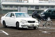 校庭で交通事故再現