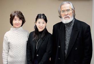 公演に出演する樫山文枝、森田咲子、伊藤孝雄(左から)