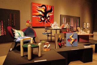 展示されている家具や食器