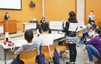 イベント自体の課題を話し合う議会も開かれた(11日撮影)