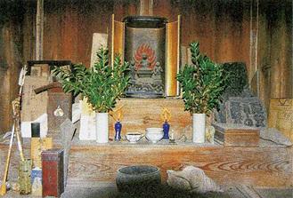 高松三春家不動堂の祭壇