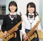 法政二高吹奏楽部の升川さん(右)、南川さん