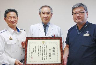 感謝状を贈った高木署長(写真左)、と笹沼院長(中央)、伊藤救急センター長(右)